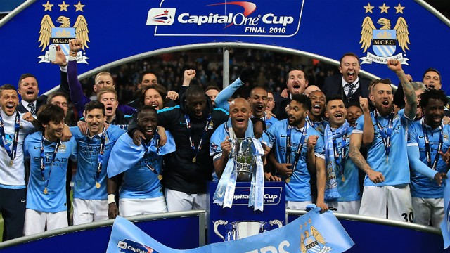 SILVERWARE: Skipper Vincent Kompany with the trophy