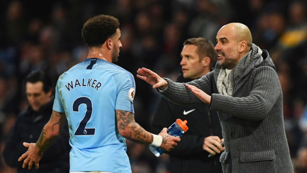 Guardiola gives orders to Kyle Walker.